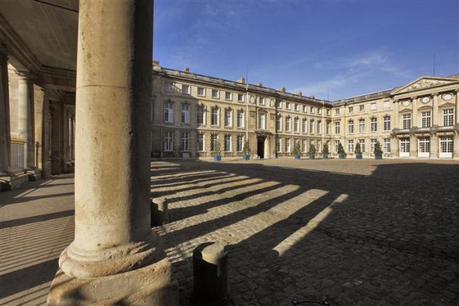 Curtea de onoare a Palatului Compiegne, unde Maria-Luiza l-a întâlnit pe Napoleon