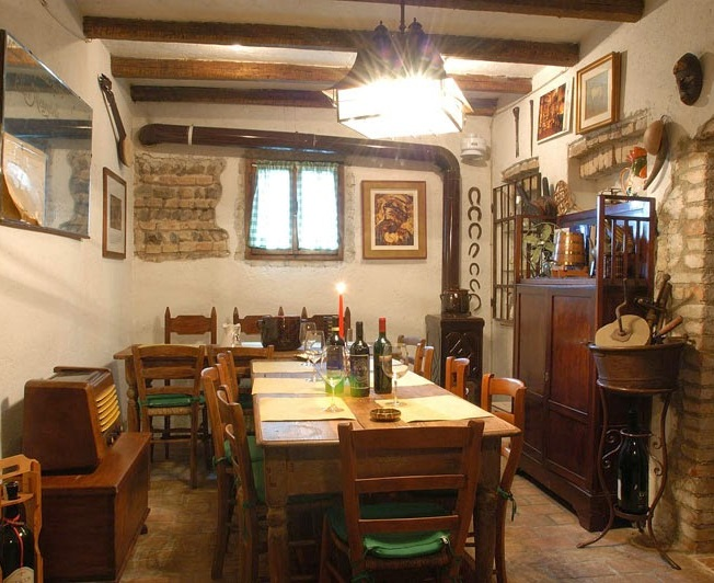 time-to-lose_osteria-zanatta-varago-saletta-fianco-enoteca