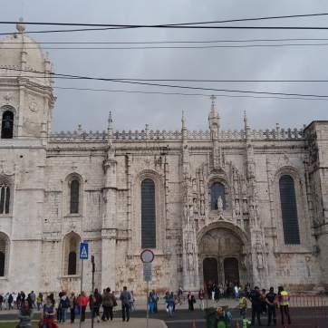 Intrarea în mănăstire