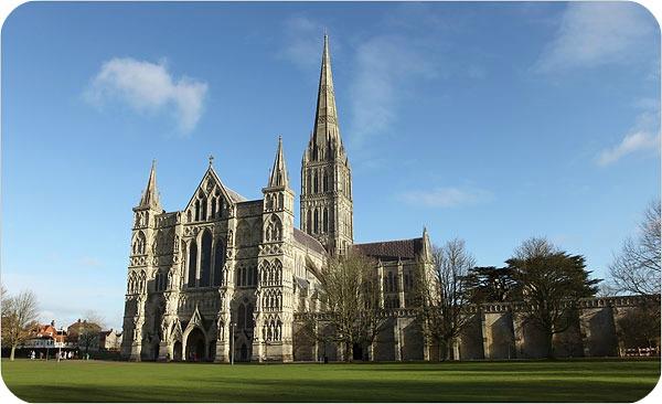 Catedrala din Salisbury, care a inspirat povestea - Sursa foto