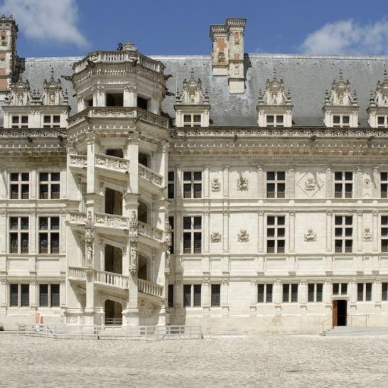 Castelul Blois. Aripa construită de Fransisc I, cu scara în spirală
