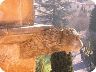 Gargui la castel, un posibil indiciu că acolo a creat Beatrice parfumul perfect