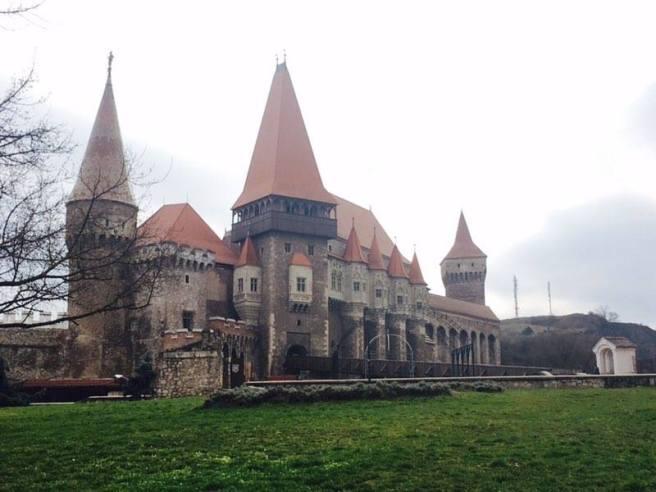 castelul-corvinilor