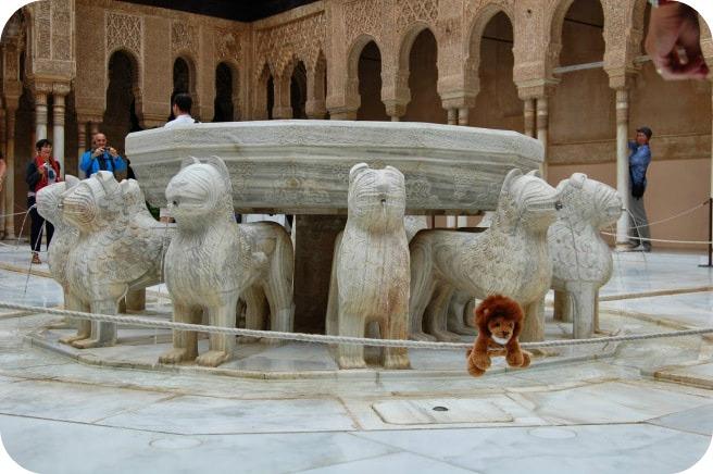 curtea-leilor-alhambra