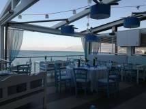 Tavernă pe malul mării