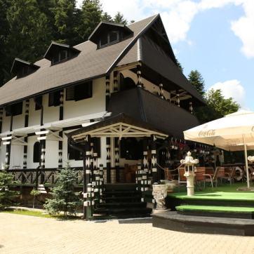 Restaurant cu terasă