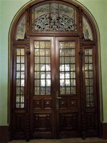Ușă ornamentală